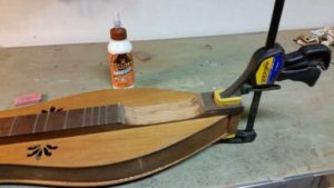 fingerboard-glue3